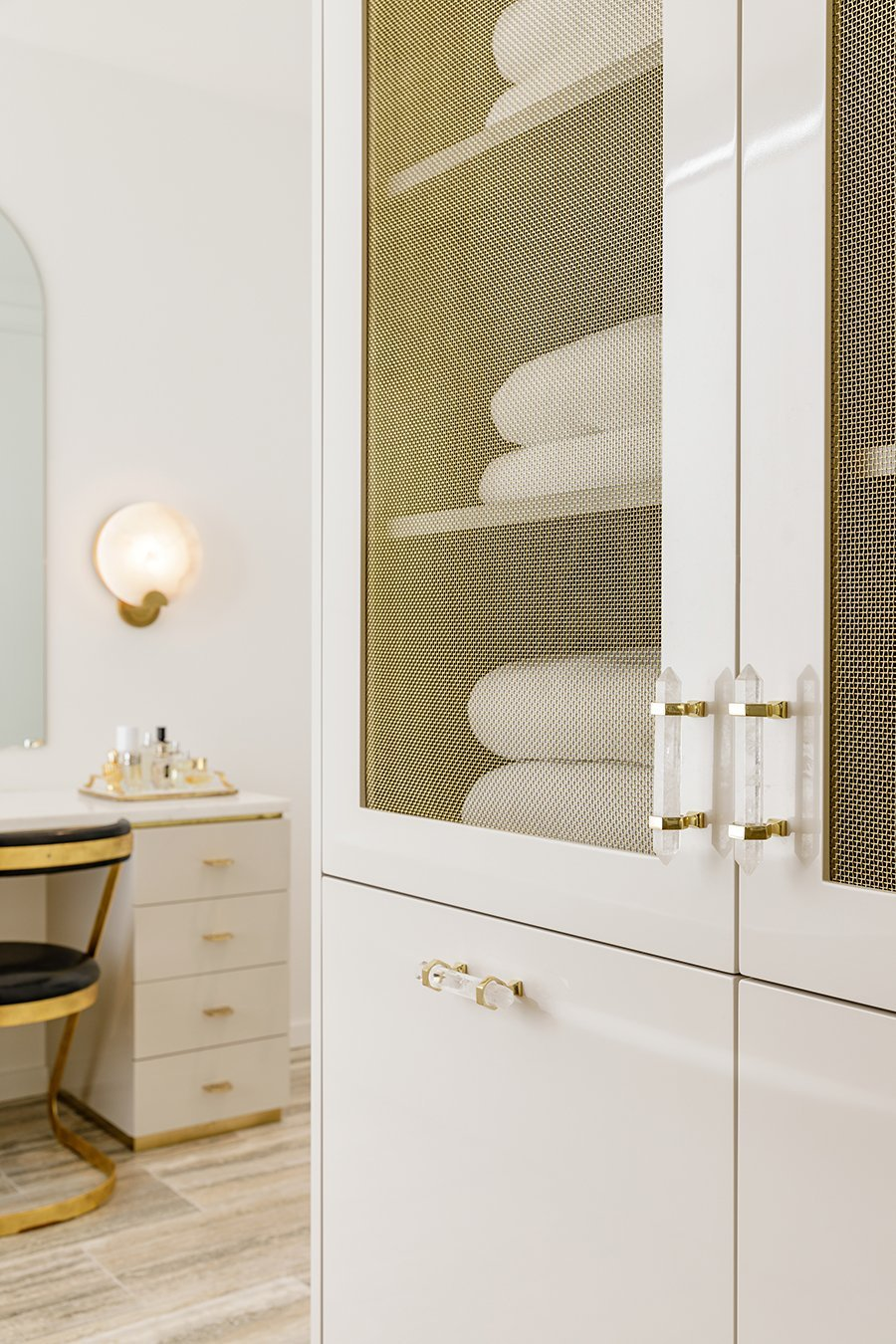Matthew Studios Hardware: Freya Medium Pull in Clear Quartz and Polished Brass and Jarp Pull in Polished Brass. Interiors by JHL Design. Photography by Lincoln Barbour.